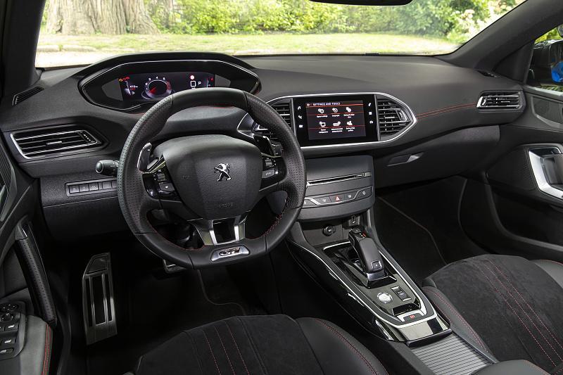 Cliquez sur l'image pour l'afficher en taille normale  Nom : Peugeot-308-tableau-bord-03.jpg Affichages : 9 Taille : 93.9 Ko ID : 17747