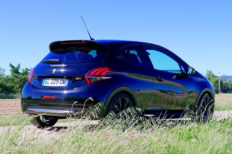 Cliquez sur l'image pour l'afficher en taille normale  Nom : Peugeot208GTI_BPS_07.jpg Affichages : 201 Taille : 97.7 Ko ID : 7154