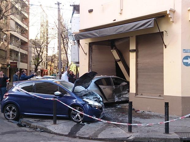 Nom : 208GTi_bleue-crash_01.jpg Affichages : 1137 Taille : 59.8 Ko